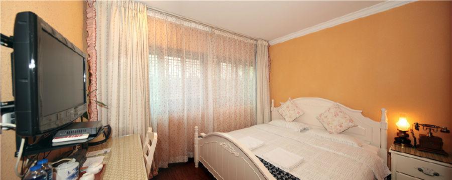 背景墙 房间 家居 酒店 设计 卧室 卧室装修 现代 装修 900_360